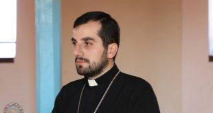 حصول القس نيقوديموس  يوخنايف كاهن كنيسة المشرق الاشورية في أرمينيا على شهادة الماجستير في اللاهوت من جامعة يريفان
