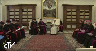 البابا فرنسيس يستقبل بطريرك كنيسة المشرق الآشورية، مار كيوركيس الثالث صليوا، والوفد المرافق معه